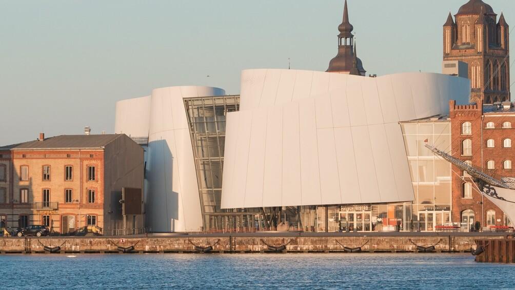 Link zu Station 10) Das Meer zum Anfassen – ein Besuch im Ozeaneum in Stralsund
